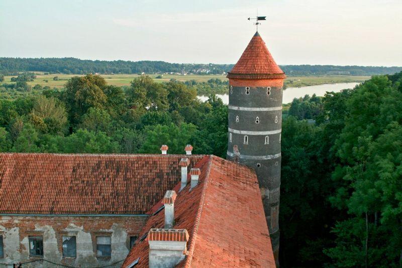 Medaus degustacija – Teatralizuota ekskursija Panemunės pilyje – Raudonės pilis – Veliuona – ekskursija Raudondvario dvare su Rozalija